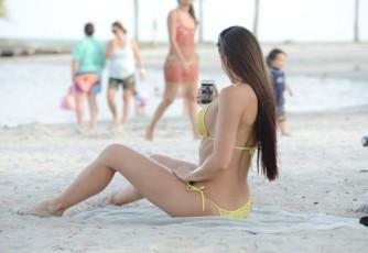Anais+Zanotti+Anais+Zanotti+Shows+Off+Bikini+RNIxaT-WsPql