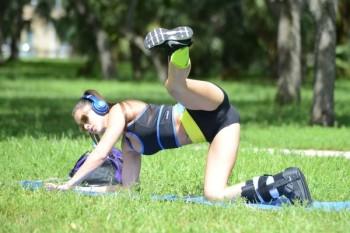Anais+Zanotti+Anais+Zanotti+Yoga+Miami+Park+RoUtk9DG32Cl