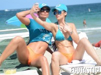 Anais-Zanotti-and-Tahiti-Cora-Bikinis-at-Miami-Beach-03-900x675-800x600