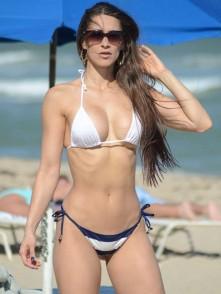 Anais-Zanotti-Hot-in-Bikini--04-662x882