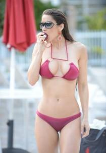 anais-zanotti-bikini-candids-in-miami-1359578278