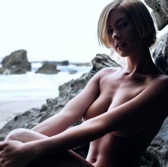 Adrianna-Christina-21-605x600