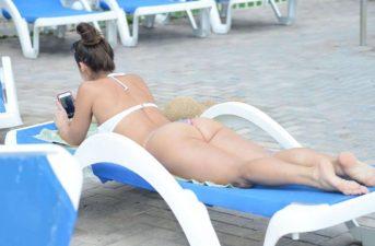 Anais-Zanotti-in-Bikini--04-662x435