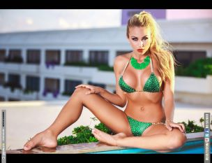 khloe-terae-in-a-bikini-aqstrshot-magazine-january-2014-issue_13