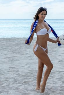 claudia-romani-and-anais-zanotti-in-bikini-on-the-beach-in-miami-07-05-2018-12_thumbnail