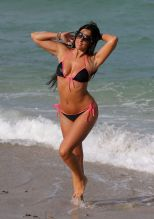 claudia-romani-hot-in-bikini-beach-in-miami-may-2015_6