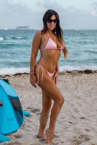 claudia-romani-in-bikini-at-a-beach-in-miami-11-05-2018-6_thumbnail