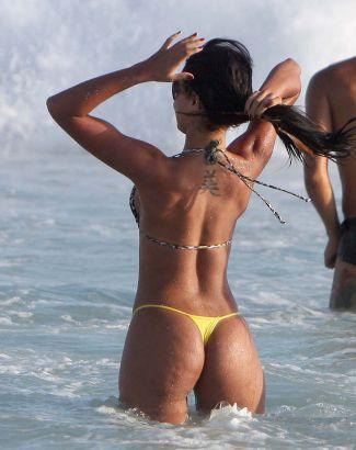 julia-paes-praia_f_003
