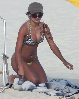 julia-paes-praia_f_013