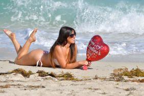 claudia-romani-in-red-and-white-bikini-on-valentine-s-day-at-a-beach-in-miami-02-14-2018-1