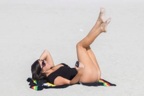 Claudia-Romani-Sexy-Swimsuit-18