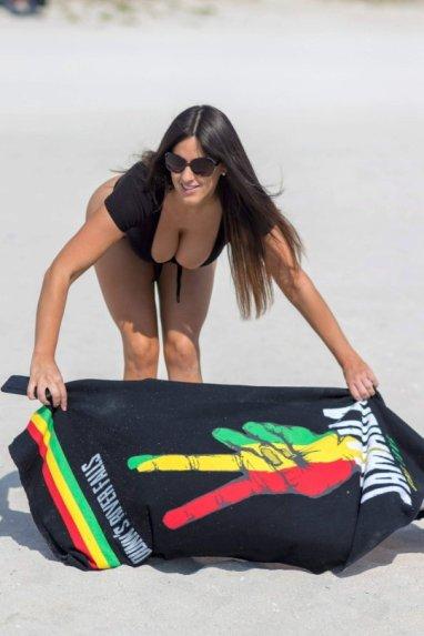 Claudia-Romani-Sexy-Swimsuit-20